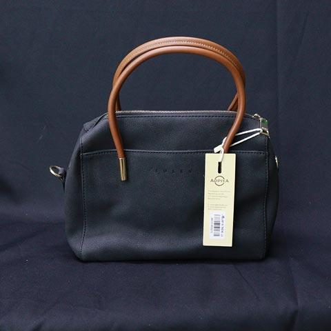classic-medium-shoulder-bag-for-women-aa101903272-black_regular_60533fe10395e.jpg